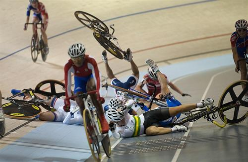 track-cycling-crash